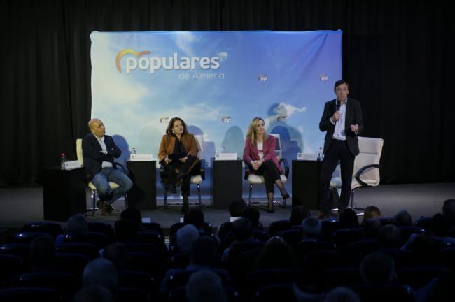 Hernando (PP): 'El compromiso de Pedro Sánchez no es con Almería, es con los independentistas'