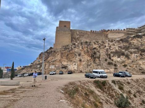 Cazorla (Cs): «El parking ilegal en la nueva explanada de la Hoya sigue igual»