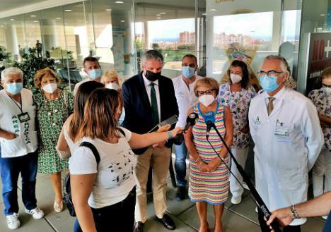 El Hospital Torrecárdenas se suma a la campaña 'Lazos dorados' de 'Argar'