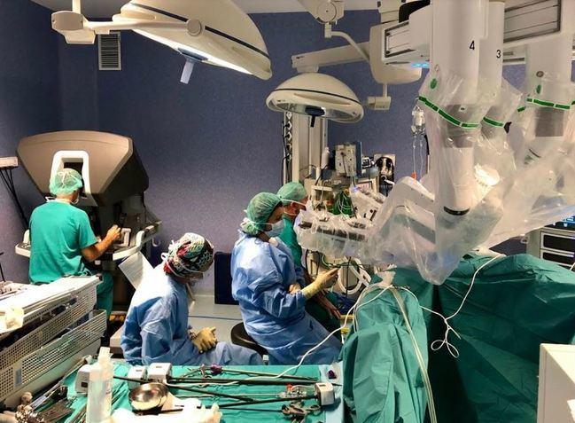 Torrecárdenas realiza seis intervenciones con el robot quirúrgico Da Vinci