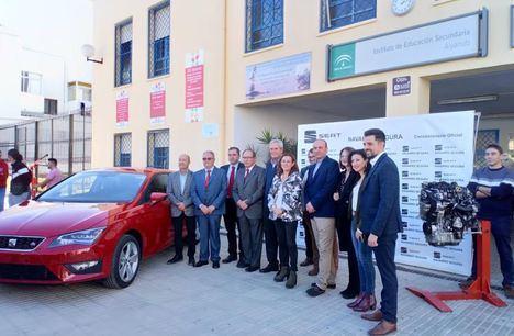 Electromecánica del IES Alyanub recibe un Seat León para su formación
