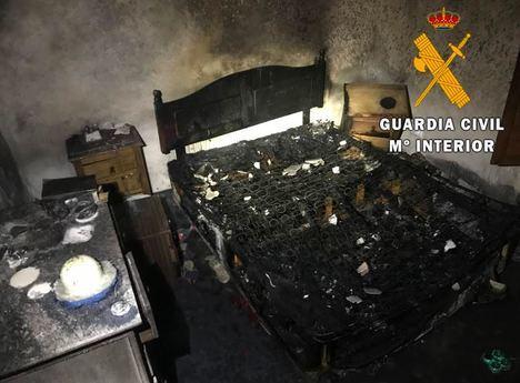 Avisan desde Barcelona a la Guardia Civil de Albox para que evacúe a una persona de una casa incendiada en Albánchez