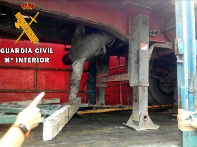 Intervenidos 11 polizones ocultos en caminiones y autobuses en el puerto