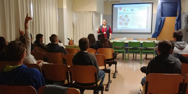 Programa de uso seguro de internet para 232 escolares de Secundaria de Vícar