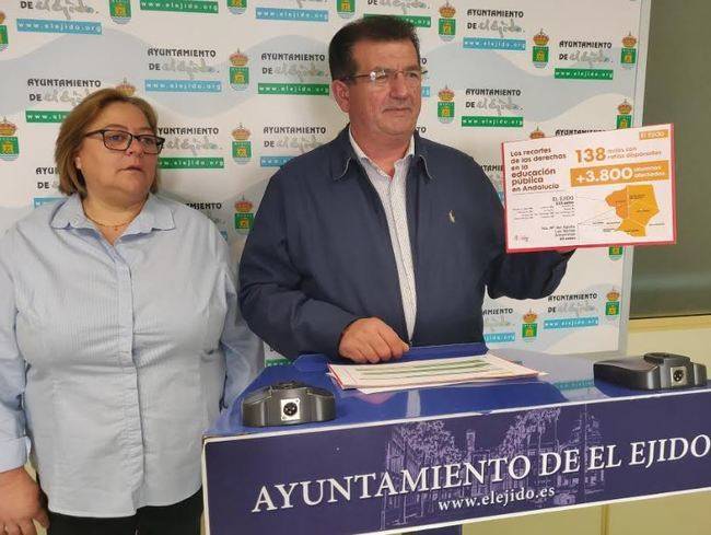 Portavoz del PSOE de El Ejido descubre ahora que hay un 25% de aulas con sobreocupación
