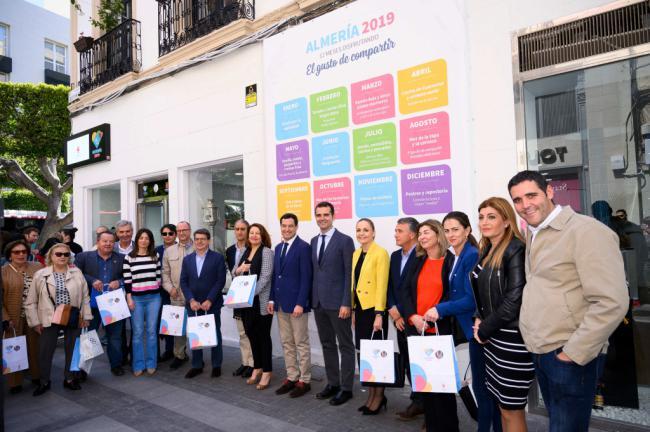 """El presidente de la Junta visita Almería 2019 y afirma que es """"un orgullo"""" para Andalucía"""