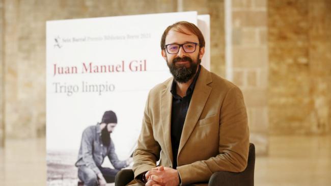 El almeriense Juan Manuel Gil gana el Premio Biblioteca Breve con 'Trigo limpio'