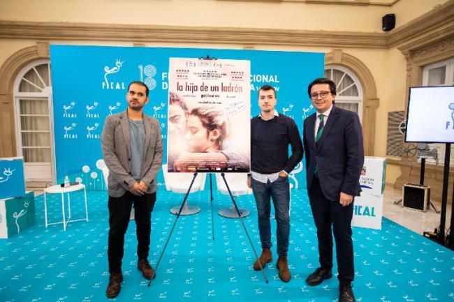 'La Hija de un Ladrón' compite en el Certamen 'Opera Prima' con Greta y Eduard Fernández