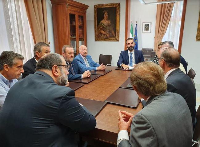 La Agrupación de Legionarios de Honor de Almería nombra al alcalde presidente honorario