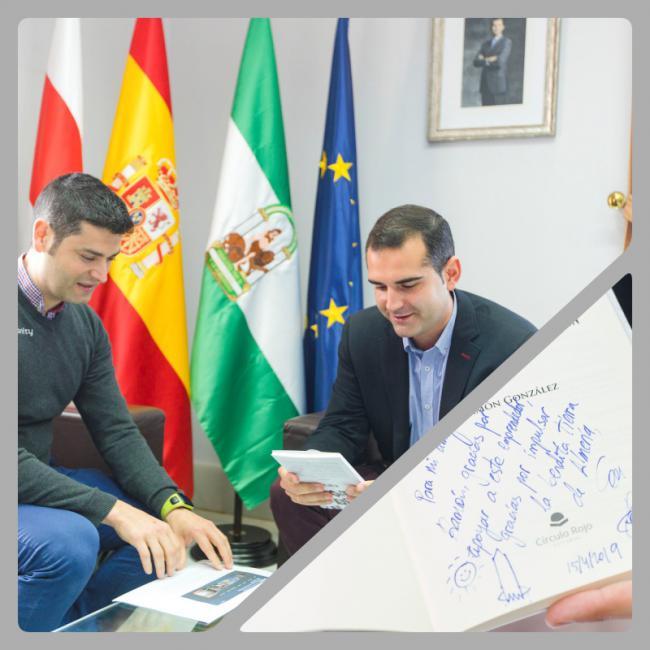El alcalde destaca la apuesta por la innovación 'Made in Almería' del doctor en Robótica Ramón González