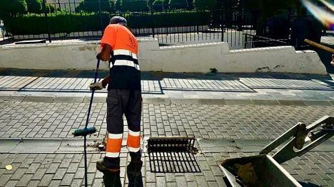 El Ayuntamiento de Berja refuerza la limpieza de imbornales y construye nuevos