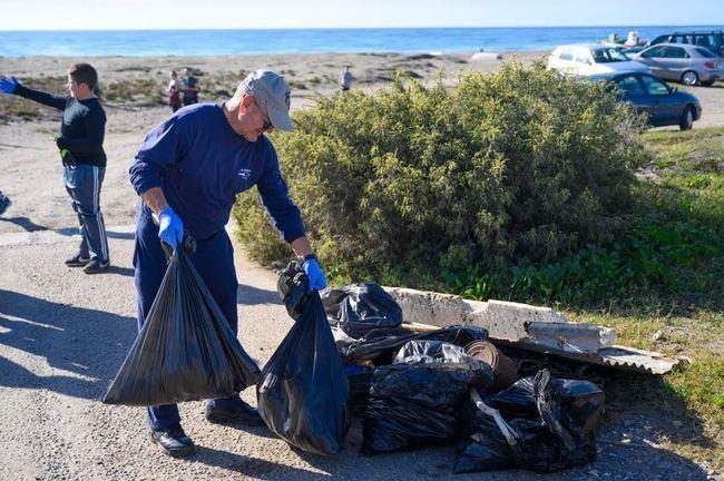 600 voluntarios participan en la limpieza del litoral almeriense