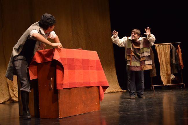 Alumnos Del CEIP St. Sylvain D'Anjou Y Del IES La Puebla Se Acercan Al Clásico De Victor Hugo 'Los Miserables'