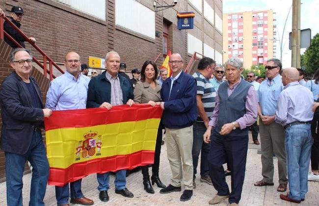 El PP apoya a las FCSE en una concentración en la Comisaría