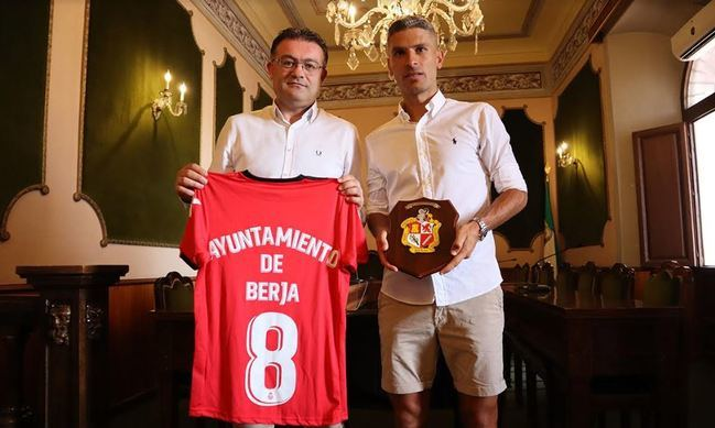El Campo Municipal de Berja llevará el nombre de Salva Sevilla