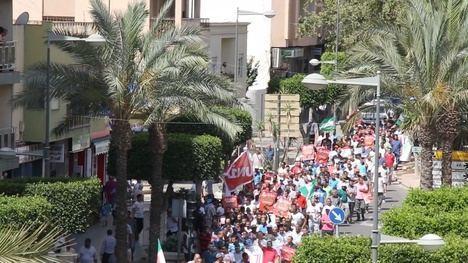 Centenares de inmigrantes se manifiestan en El Ejido pidiendo 'Vacaciones sin sanciones'