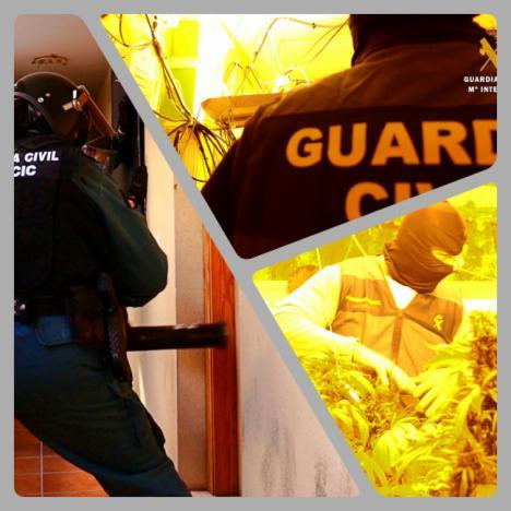 70 agentes de la GC hacen 12 registros en viviendas ocupadas de Vícar que producían marihuana