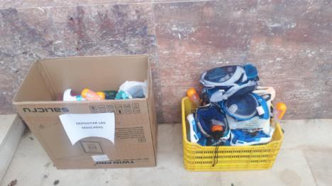 Vecinos De Vícar Aportan 40 Máscaras De Buceo Para Su Adaptación A Respiradores
