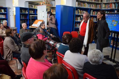 Los Clubes Infantiles De Las Bibliotecas De Vícar Acercan La Lectura A Los Mayores