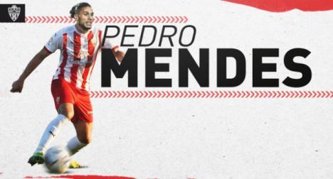 El Almería ficha un delantero de referencia, el portugués Pedro Mendes