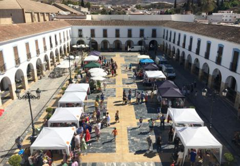 El Mercado de Saldos de Berja llega a la Plaza Porticada