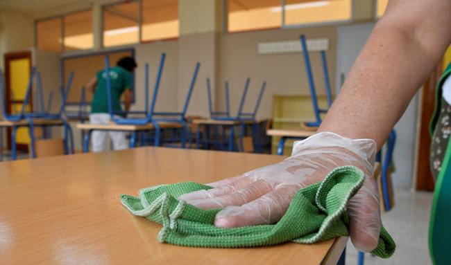 La Junta destina un millón de euros a refuerzo de limpieza en colegios de Almería por el #COVID19