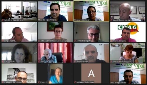 La Mesa del Agua de Almería plantea sus proyectos a la consejera Crespo