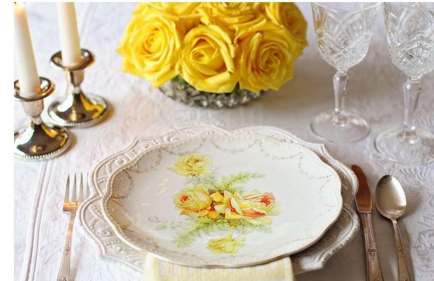 ¿Cómo puedes mejorar la decoración de tus mesas para un evento?