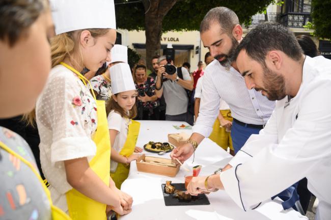 Los mini chefs del Concurso Gastronomía comparten cocina en una jornada inclusiva