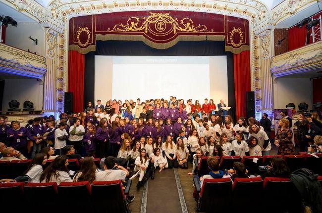 240 'Miradas Adolescentes' proyectan su rechazo a la violencia de género en FICAL