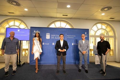 Ana García Segundo brinda su corona de Miss World Spain a la provincia