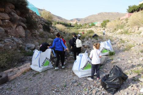 El Primer Reto #Trashtag Challenge De Limpieza Seduce A Decenas De Vicarios