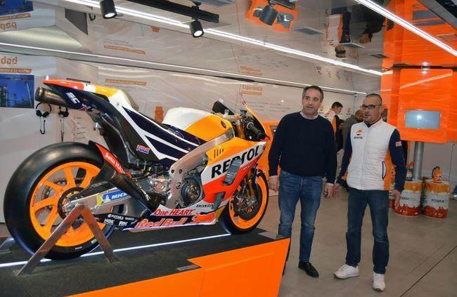 Las Almadrabillas acoge una exposición de Repsol sobre deportes y motor