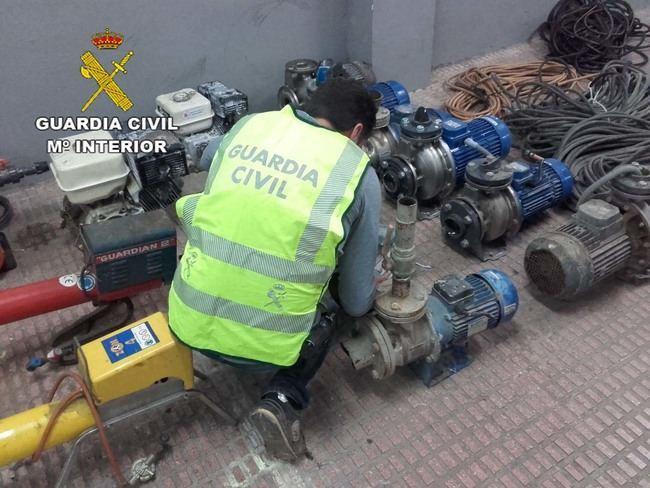Dos detenidos por robar motores de riego en el Poniente