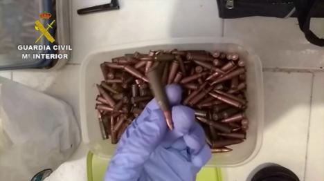Más de siete años de prisión por almacernar armas de guerra en Roquetas