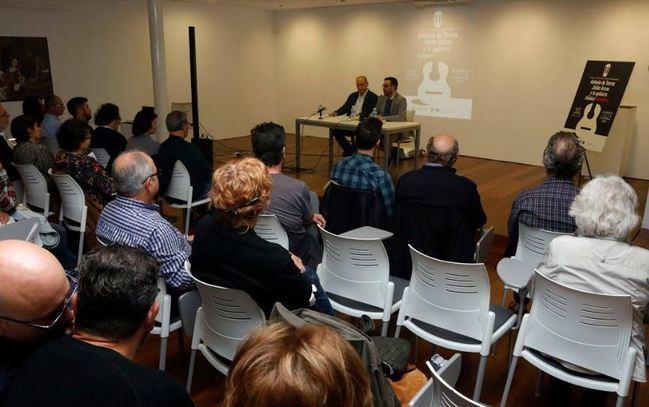 Éxito en el estreno del documental 'Antonio de Torres, el genio guitarrero'