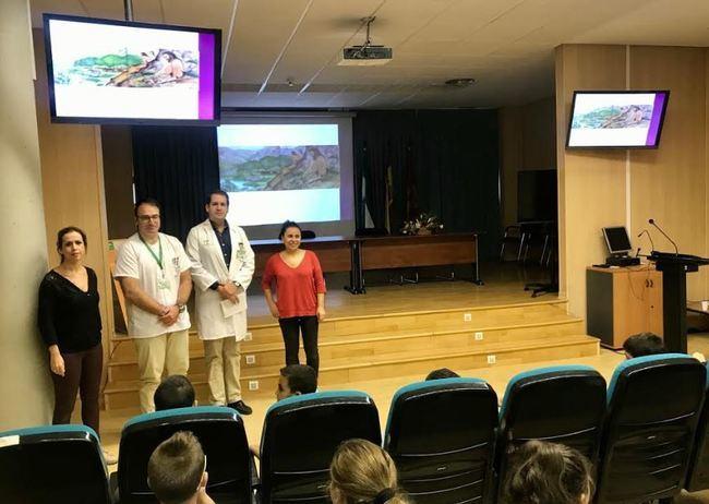 El Hospital La Inmaculada recibe la visita del Museo del Almería