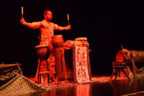 680 Escolares De Vícar Viajan Al Corazón De África con la Percusionista de Gorsy Edú
