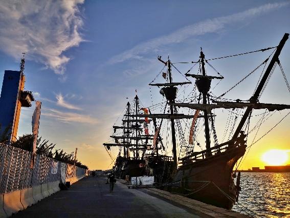 La nao Victoria y el galeón Andalucía ya están en el puerto de Almería