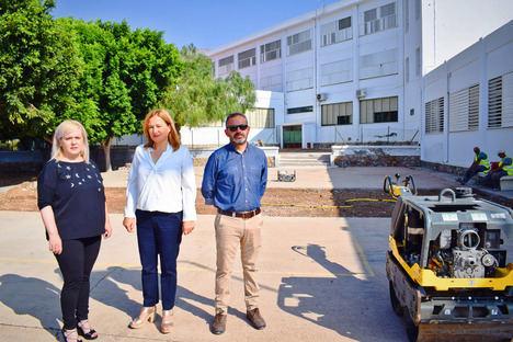 El Ayuntamiento de Níjar repara el patio y pistas del colegio Atalaya de la Villa