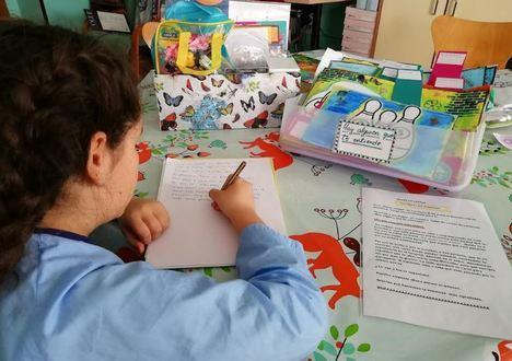Menores ingresados en Hospital de Poniente cuentan su experiencia por carta a otros pacientes