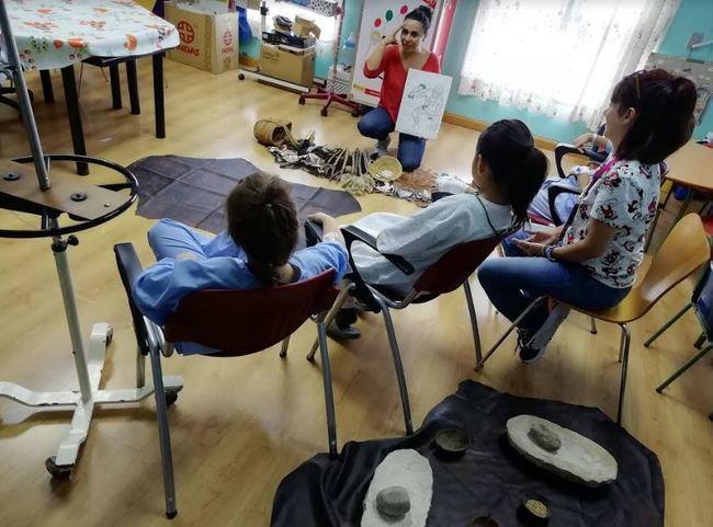 Pediatría del Hospital de Poniente recibe la visita del Museo de Almería