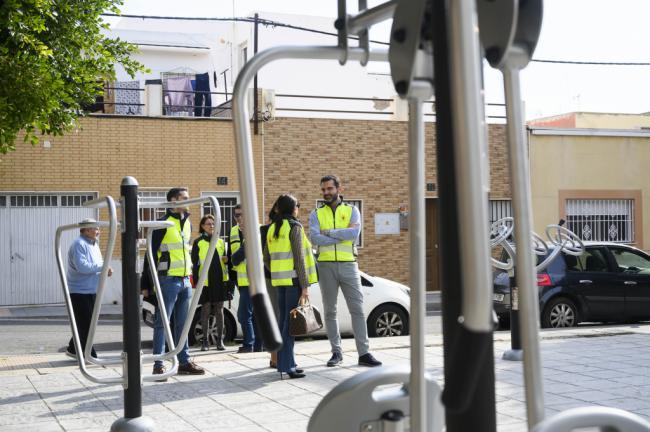El alcalde visita Regiones tras mejorar asfaltado y acerado e instalar un parque biosaludable