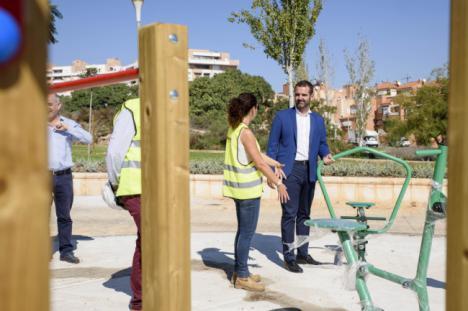 Villablanca estrena nuevas zonas de juegos infantiles y dos parques biosaludables