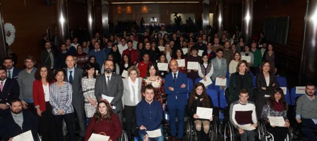 La Fundación ONCE otorga 2 becas a universitarios con discapacidad