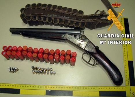 5 detenidos en Vícar por tener armas, una plantación de marihuana, y enganches ilegales de luz