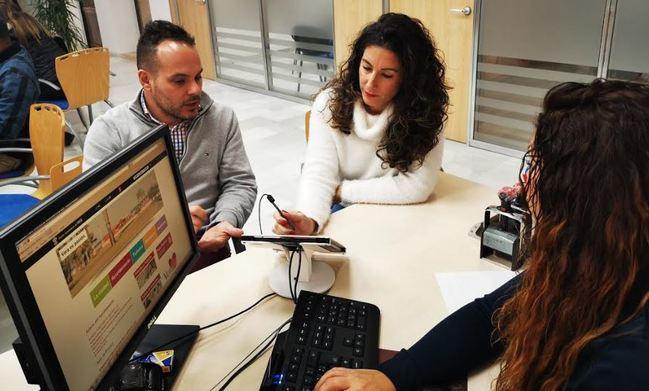 La firma biométrica se estrena en el Ayuntamiento de Vera