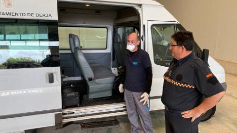 Desinfección con ozono en vehículos municipales de Berja