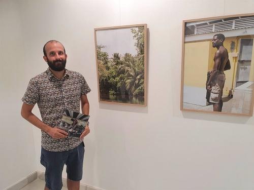 Las fotos de Pablo Vara muestran el latir de Dominica en la Galería Alfareros