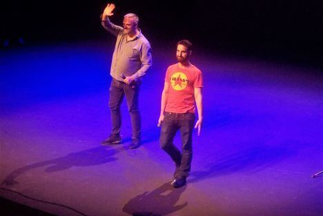 El humor de Dani Rovira y Paco Calavera desborda el Auditorio de Roquetas